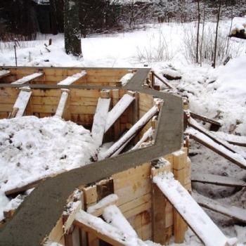 Как залить фундамент зимой своими руками