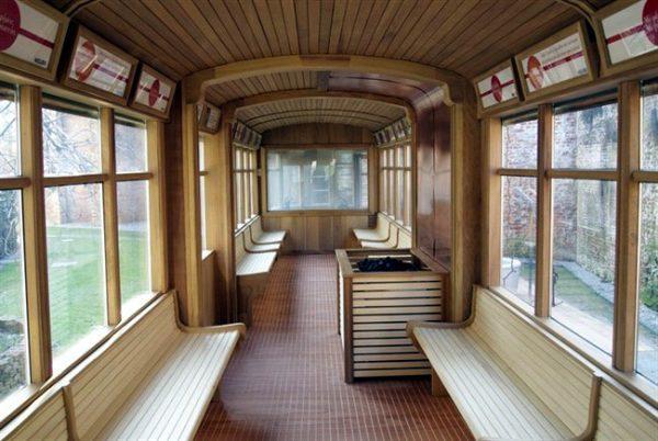 странная баня-трамвай